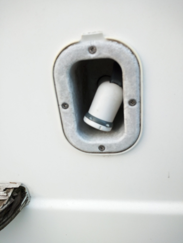 Coffre de douchette extérieur encastré